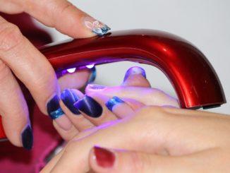 Paznokcie najpiękniejszym dodatkiem kobiety – lakiery hybrydowe sklep